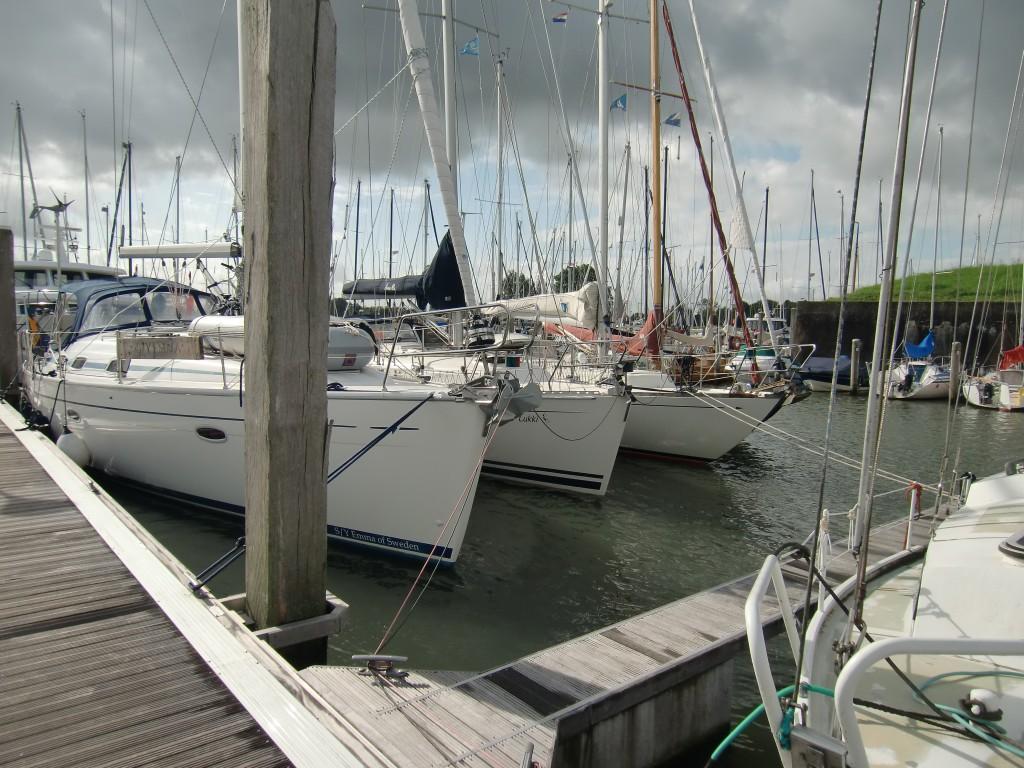 Tredje och sjätte båten bör även förtöja in till bryggan...