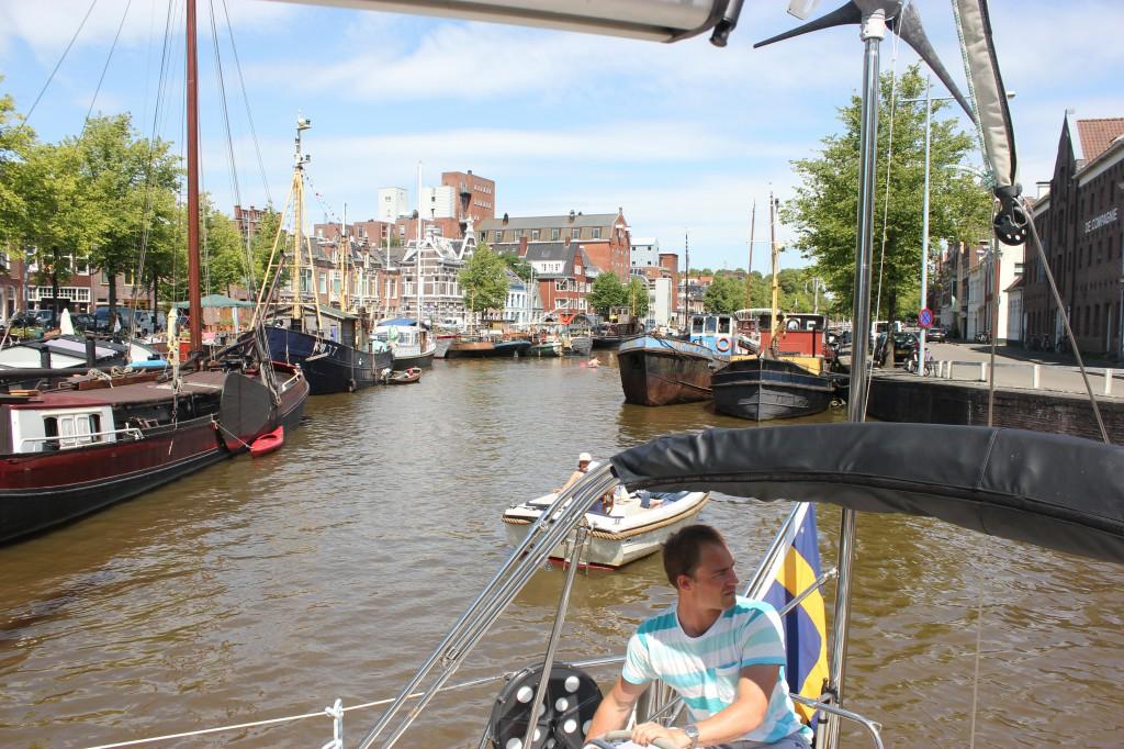 Full koncentration mellan broarna i Groningen
