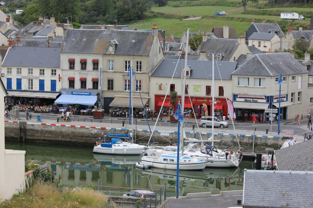 Port en Bessin. Slussporten är direkt till höger i bild