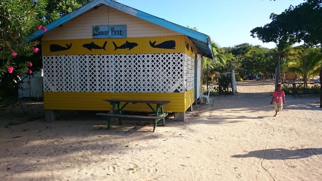 Beachbar med passande namn i Saline Bay, Mayreau.