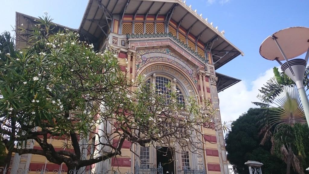 Stadens vackra biblioteksbyggnad.