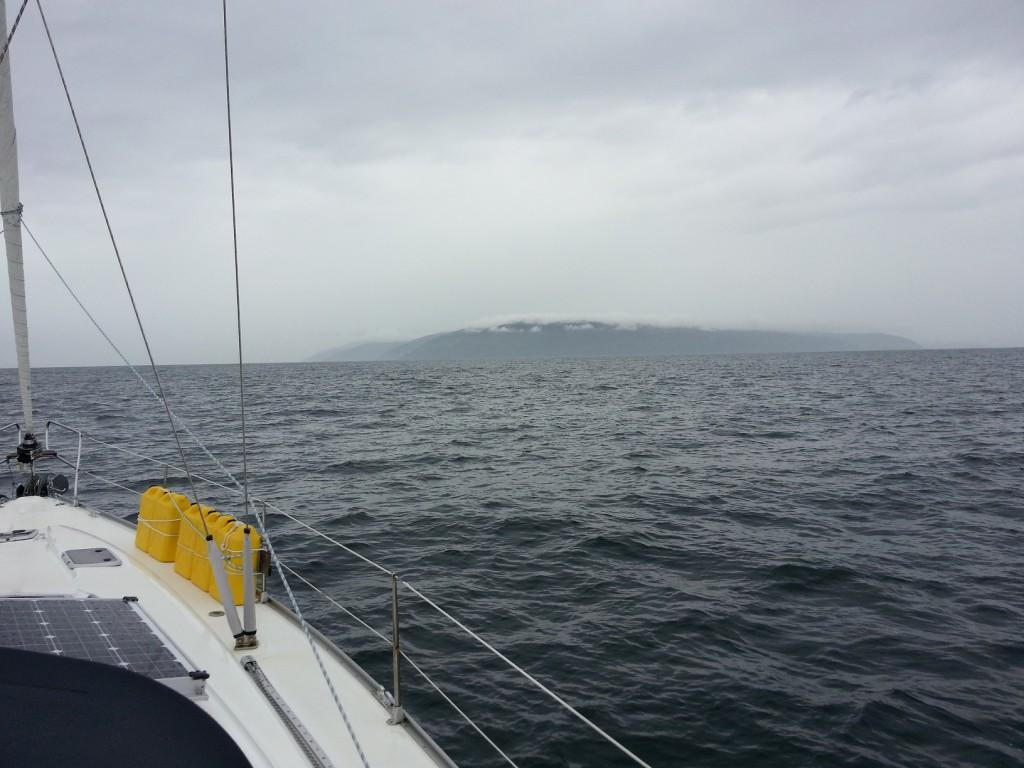 Skottland uppenbarar sig ur molnen.