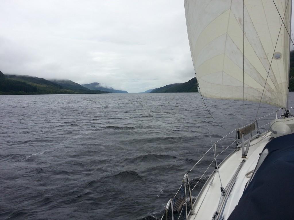 Segling över Loch Ness.