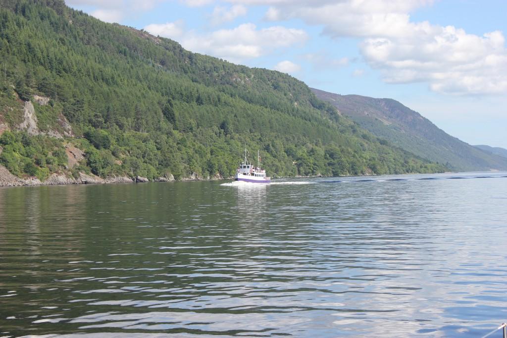 Loch Ness i solsken.
