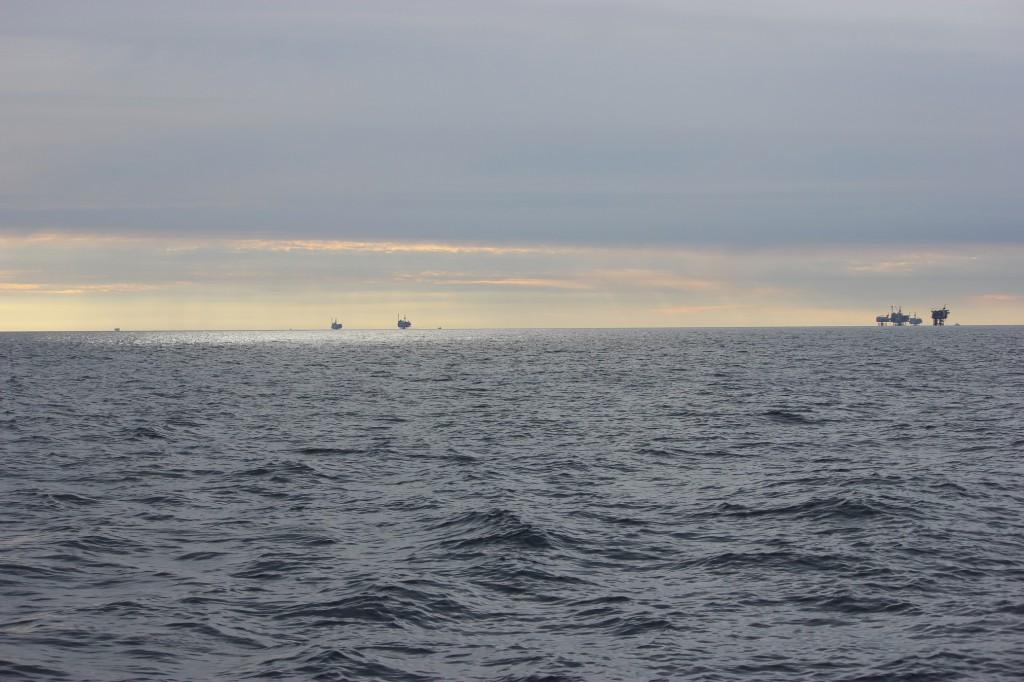 Oljeplattformar på avstånd...
