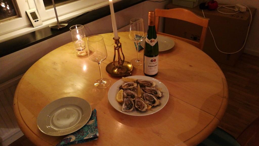 Äntligen kan vi äta i köket! Så kan man passa på att fira en månad som gifta :-)